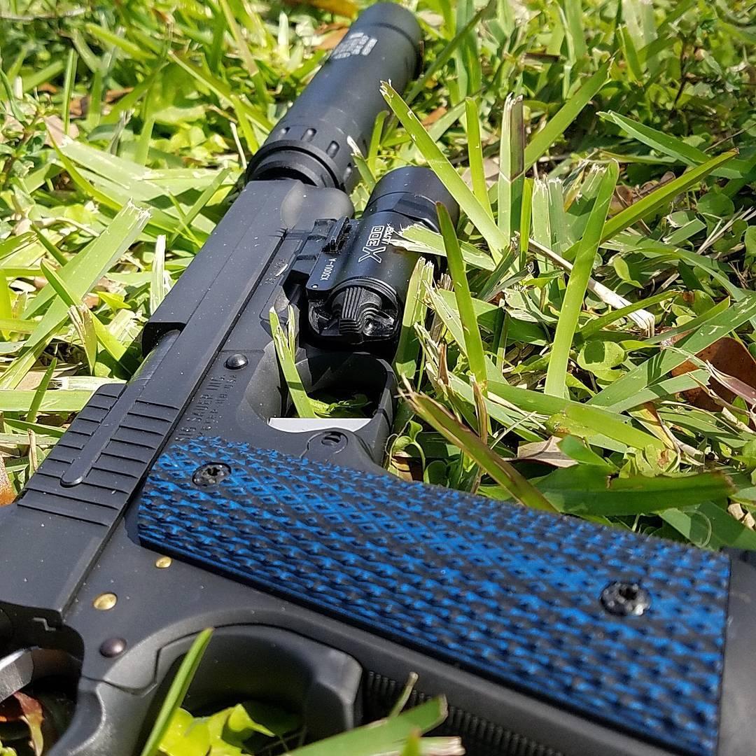 Perfect contrast gunporn 2a guns igmilitia gunsofinstagram vzgrips pistol ishoothellip
